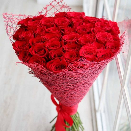 Send this beautiful Red Rose Bouquet to your loved one for valentine day